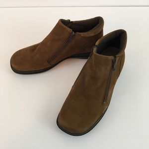 Easy Spirit Brown Suede Booties Ankle 7.5M